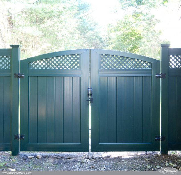 hunter green pvc vinyl custom accent drive gates from illusions vinyl fence