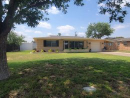 Beautiful updated home with an open floor plan!