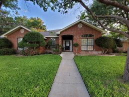 Spacious home close to the neighborhood pool, tennis courts and clubhouse!